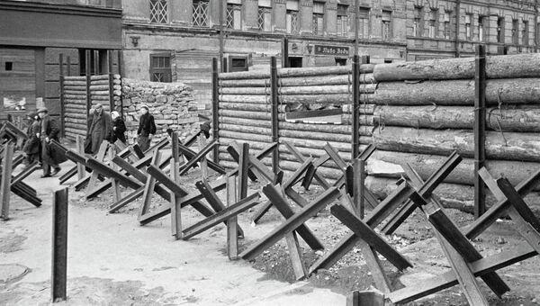 Противотанковые ежи, надолбы и баррикады в Ленинграде