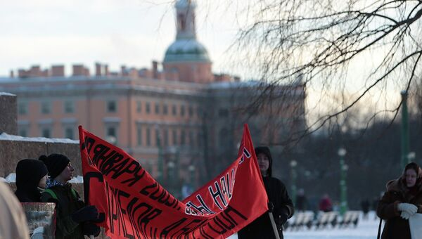 Акция памяти об убитых Маркелове и Бабуровой на Марсовом поле в Петербурге. Фото с места события