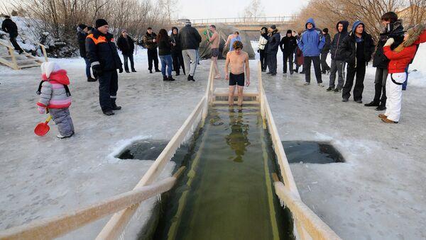 С верой в холодную воду: крещенские купания в Красноярске