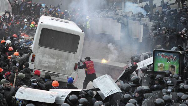 Противостояние между оппозицией и правоохранительными органами в Киеве, фото с места события