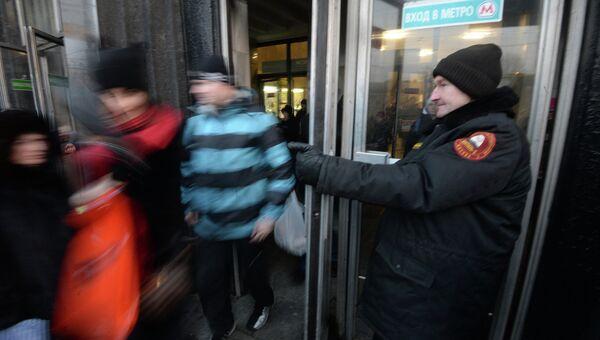 Пассажиры метро у станции Автозаводская. Фото с места события