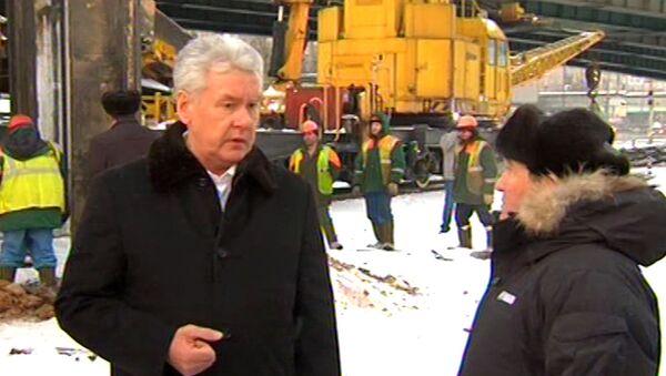 Собянин осмотрел место аварии в московском метро и поручил расследовать ЧП