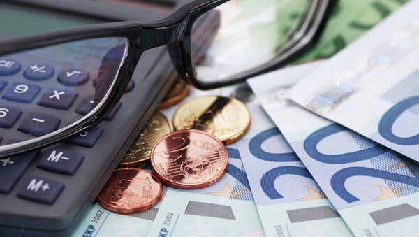 Финансовые расчеты, архивное фото