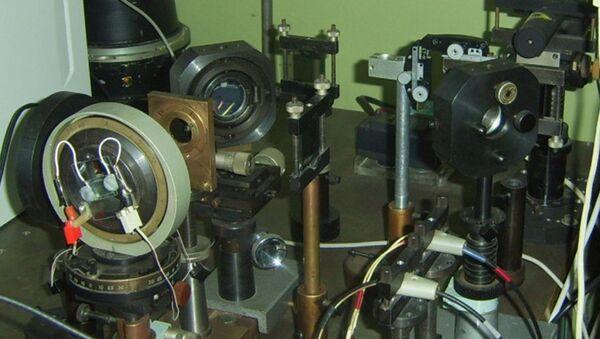 Экспериментальная установка для исследования нематических жидких кристаллов (НЖК), архивное фото