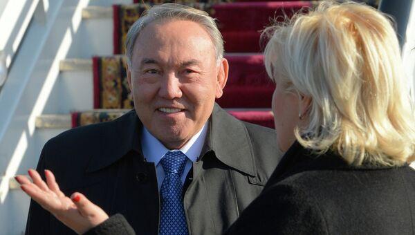 Президент Казахстана Нурсултан Назарбаев в аэропорту Адлера