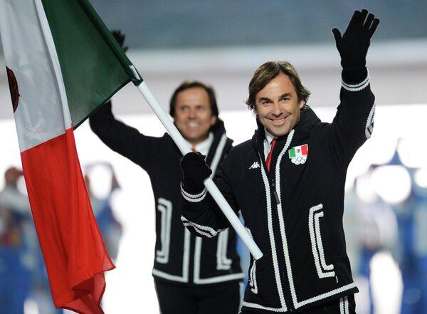 Мексику на Олимпиаде представит единственный спортсмен - горнолыжник Убертус фон Гогенлоэ. 55-летний фон Гогенлоэ будет выступать в костюме, стилизованном под наряд мексиканского музыканта марьячи. Он не первый раз удивляет зрителей своими нарядами — на прошлой Олимпиаде в Ванкувере лыжник выходил на старт в костюме мексиканского бандита пистолеро. Фон Гогенлоэ также является самым возрастным участником Сочинской Олимпиады.