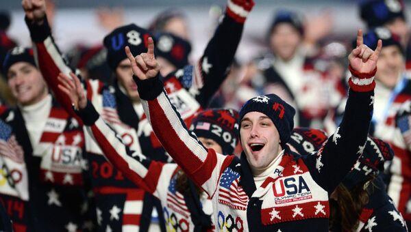 Представители США во время парада атлетов и членов национальных делегаций на церемонии открытия XXII зимних Олимпийских игр в Сочи.