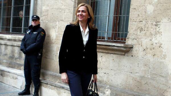Дочь короля Испании Кристина у здания суда, где она дала показания по делу о коррупции. Фото с места события