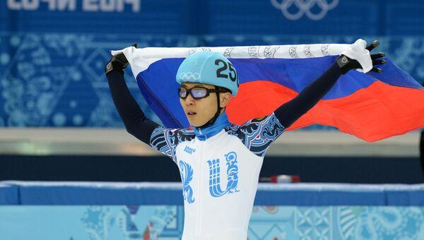 Виктор Ан (Россия) в забеге финала А на 1500 м в соревнованиях по шорт-треку среди мужчин на XXII зимних Олимпийских играх в Сочи