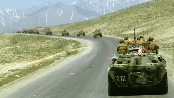 Воины-интернационалисты возвращаются домой из Афганистана. На перевале Саланг