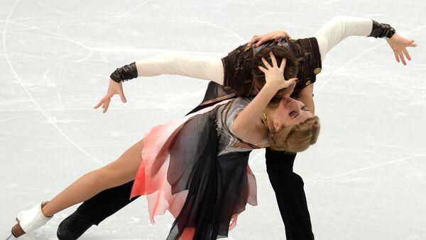 Виктория Синицина и Руслан Жиганшин (Россия) выступают в произвольной программе танцев на льду на соревнованиях по фигурному катанию