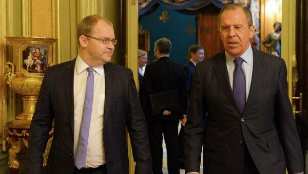 Министр иностранных дел Эстонии Урмас Паэт (слева) и министр иностранных дел России Сергей Лавров. Архивное фото