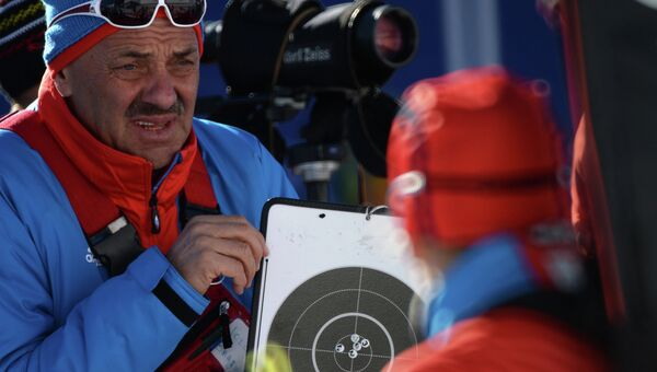 Тренер женской сборной России по биатлону Владимир Королькевич . Архивное фото