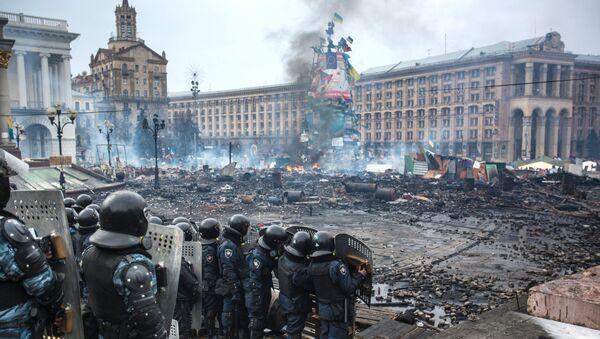 Сотрудники правоохранительных органов на площади Независимости в Киеве. 19 февраля 2014