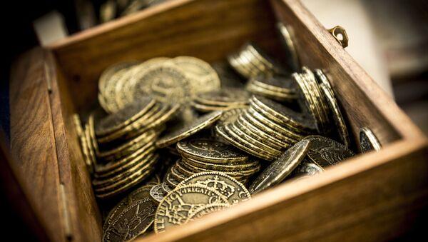 Ящик с монетами. Архивное фото