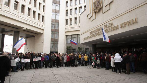 Митинг у здания Верховного совета Крыма, фото с места событий