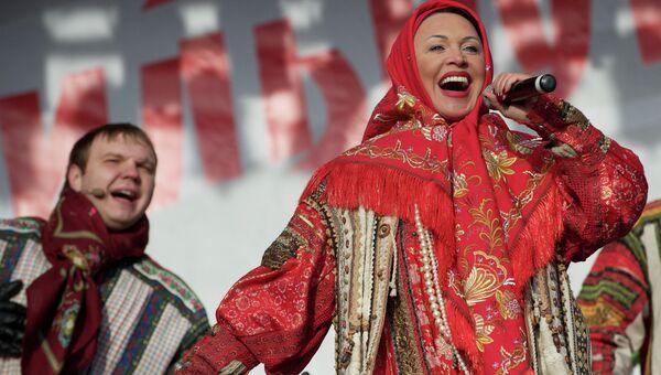 Певица Надежда Бабкина во время выступления. Архивное фото
