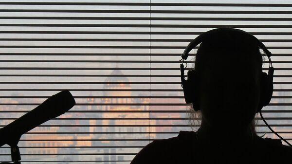 В студии радиостанции  Эхо Москвы во время работы. Архивное фото