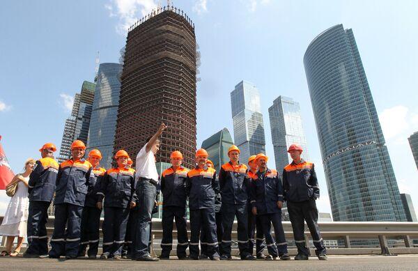 Открытие трехполосной эстакады в районе Московского международного делового центра Москва-Сити