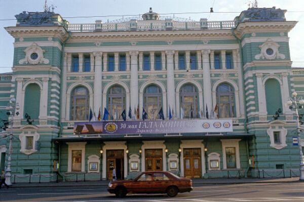 Фасад здания Мариинского театра оперы и балета в Санкт-Петербурге