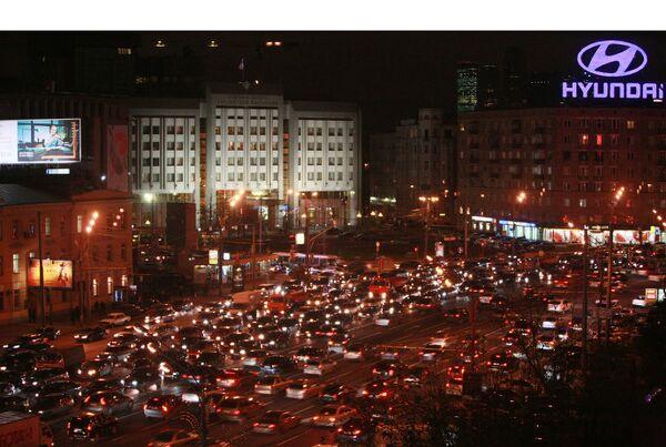 Автомобильная пробка на Садовом кольце в Москве