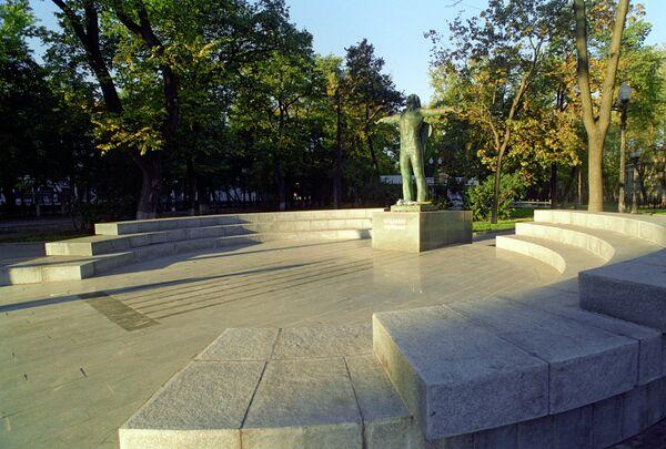 Памятник поэту и актеру Владимиру Высоцкому. Скульптор Геннадий Распопов