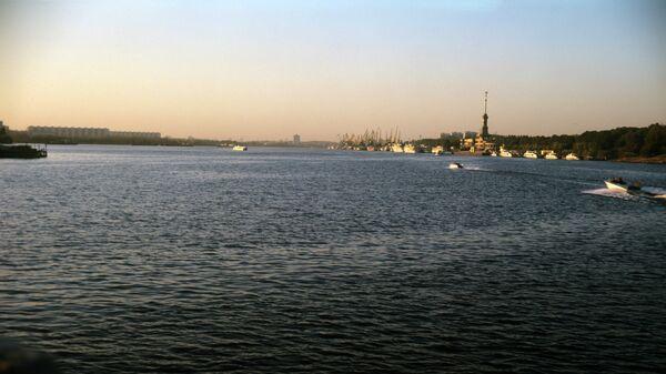Площадь разлива нефти на Химкинском водохранилище увеличилась