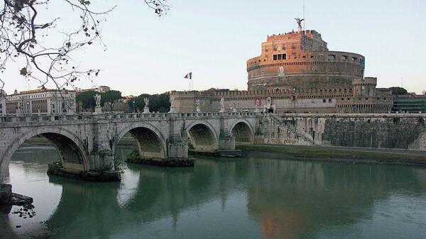Мост через реку Тибр в Риме