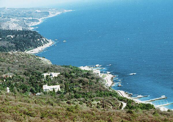 Берег Черного моря в Крыму