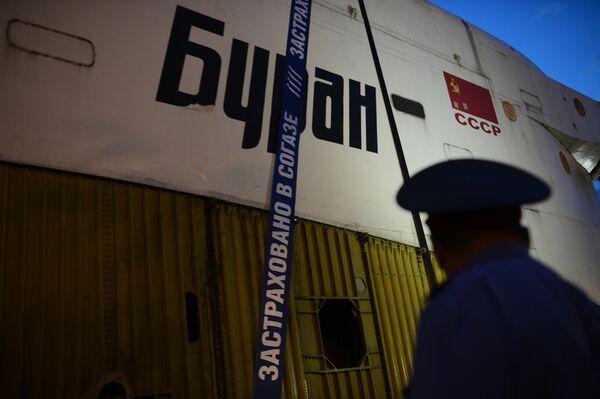 Транспортировка макета космического корабля Буран на ВДНХ