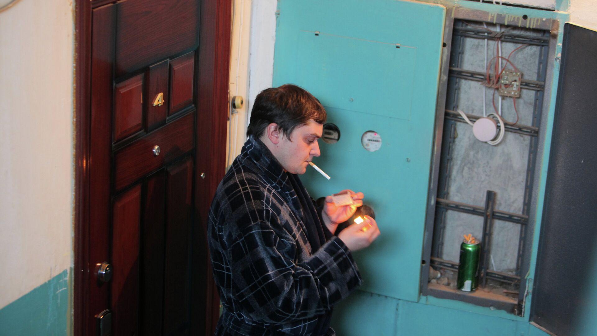 Курение в общественных местах - РИА Новости, 1920, 28.07.2021