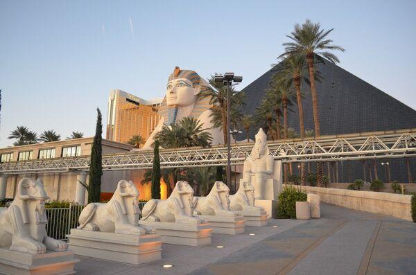 Отель Луксор в Лас-Вегасе