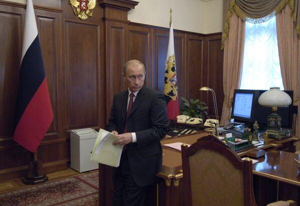 В.Путин в рабочем кабинете в Кремле