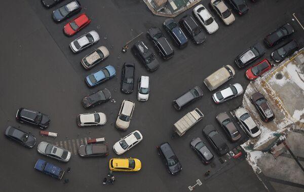 Вид на автомобильную парковку