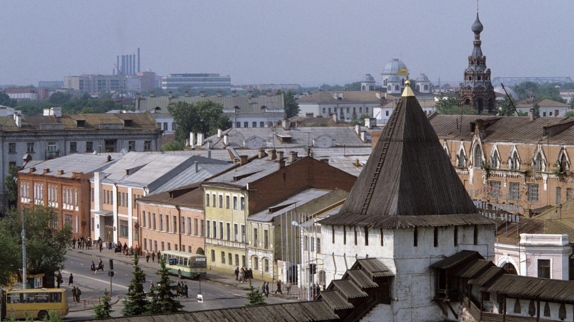 Вид на старую часть города Ярославль со стороны Спасо-Преображенского монастыря - РИА Новости, 1920, 25.06.2021