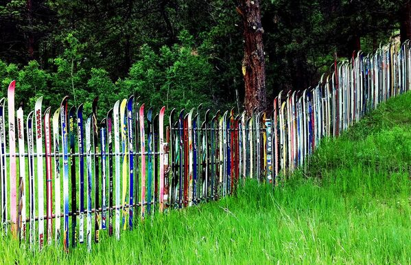 Тень на плетень: 10 способов сделать дачный забор уникальным