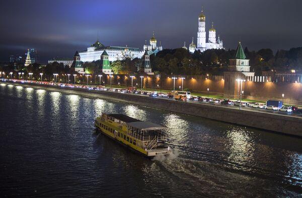 Теплоход на Москве-реке