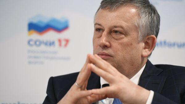 Губернатор Ленинградской области Александр Дрозденко на Российском инвестиционном форуме в Сочи.