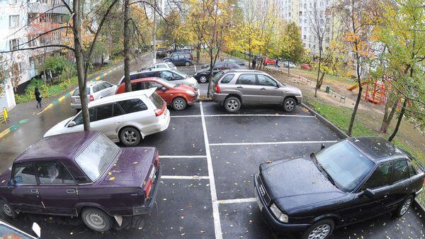 Автомобильные парковки в московских дворах