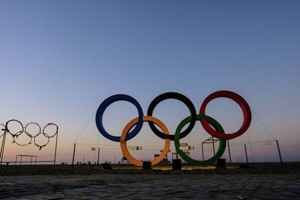 Олимпийские кольца на пляже Копакабана