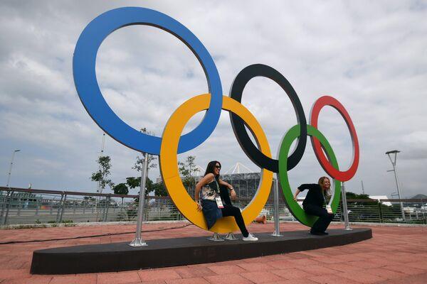 Девушки в Олимпийском парке в Рио-де-Жанейро