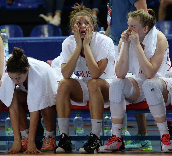 Баскетболистки юношеской сборной России Виктория Завьялова, Анастасия Куплинова и Раиса Мусина (слева направо)