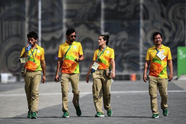 Волонтеры в олимпийском парке в Рио-де-Жанейро