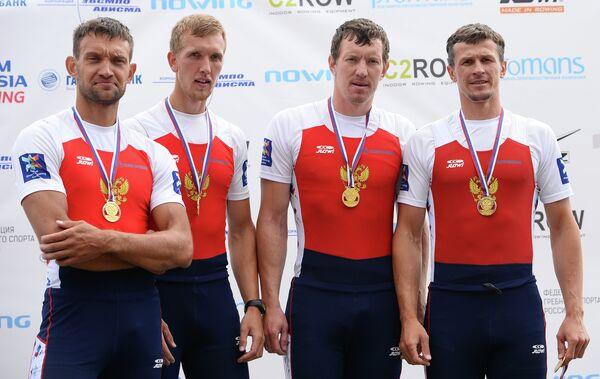 Иван Баландин (второй справа)