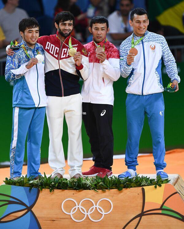 Елдос Сметов (Казахстан), Беслан Мудранов (Россия), Наохиса Такато (Япония) и Диербек Уразбаев (Узбекистан) (слева направо)