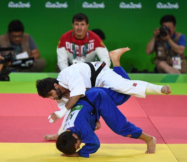 Беслан Мудранов (сверху) и Елдос Сметов в финале Олимпиады в Рио