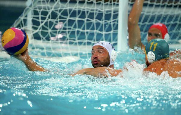 Игровой момент матча по водному поло Бразилия - Австралия