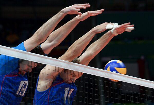 Волейболисты сборной России Егор Клюка и Андрей Ащев (справа)