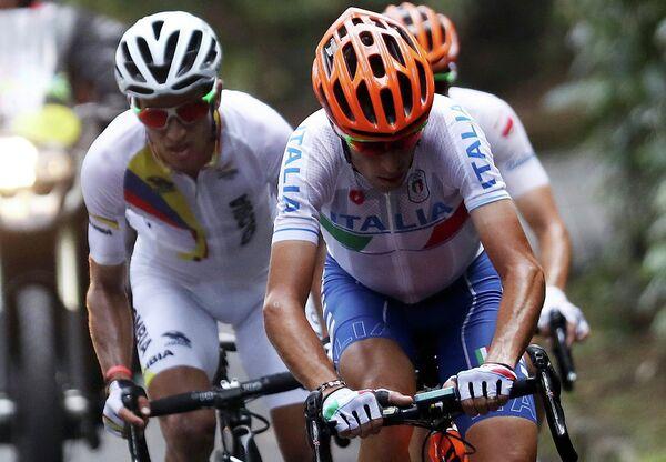 Итальянский велогонщик Винченцо Нибали (на первом плане)