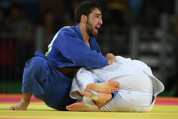 Хасан Халмурзаев и Трэвис Стивенс (слева направо)